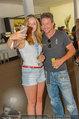 Beachvolleyball VIPs - Centrecourt Klagenfurt - Sa 02.08.2014 - Felix BAUMGARTNER macht Selfie mit Fan36