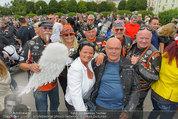 Harley Davidson Charity - Heldenplatz Wien - Mi 13.08.2014 - Wolfgang B�CK mit Harleyfahrern37