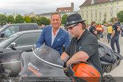 Harley Davidson Charity - Heldenplatz Wien - Mi 13.08.2014 - Ferdinand FISCHER, Manfred JURACZKA47