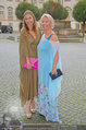Netrebko - Verlobung - Di 19.08.2014 - Irina GULJAEVA mit Tochter Maria17
