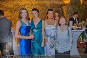 Netrebko - Verlobung - Di 19.08.2014 - Anna NETREBKO mit Schwester Natalia und Vater Juri63