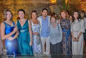 Netrebko - Verlobung - Di 19.08.2014 - Anna NETREBKO mit Schwester Natalia und Vater Juri64