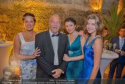 Netrebko - Verlobung - Di 19.08.2014 - Anna NETREBKO mit Schwester Natalia und Vater Juri75