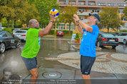 Promi Beachvolleyball - Parktherme Bad Radkersburg - So 24.08.2014 - Biko BOTOWAMUNGU, Oliver STAMM spielen im Regen33