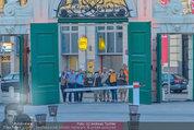 Bal au Belvedere - Belvedere - Sa 06.09.2014 - Touristen beim Fotografieren mit Handykameras6