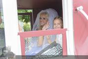 Lugner Hochzeit - Schloss Schönbrunn - Sa 13.09.2014 - Cathy SCHMITZ LUGNER mit Nachbarstochter Sofia2