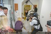 Lugner Hochzeit - Lugner City - Sa 13.09.2014 - Cathy SCHMITZ LUGNER - backstage bei Vorbereitung13