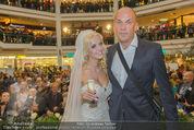 Lugner Hochzeit - Lugner City - Sa 13.09.2014 - Cathy SCHMITZ LUGNER im Verlobungskleid, Gerald FRIEDE31