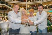 Lugner Hochzeit - Lugner City - Sa 13.09.2014 - Cathy SCHMITZ LUGNER im Verlobungskleid, Eltern, Familie34