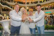 Lugner Hochzeit - Lugner City - Sa 13.09.2014 - Cathy SCHMITZ LUGNER im Verlobungskleid, Eltern, Familie35