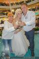 Lugner Hochzeit - Lugner City - Sa 13.09.2014 - Cathy SCHMITZ LUGNER im Verlobungskleid, Eltern, Familie37
