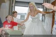 Lugner Hochzeit - Lugner City - Sa 13.09.2014 - Cathy SCHMITZ LUGNER im Verlobungskleid42