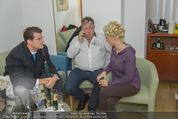 Lugner Hochzeit - Lugner City - Sa 13.09.2014 - Cathy SCHMITZ LUGNER mit Vater - backstage bei Vorbereitung9