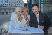 Lugner Feier - Palais Liechtenstein - Sa 13.09.2014 - Cathy LUGNER (Schmitz) mit Mutter und Bruder (Familie)19