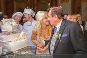 Lugner Feier - Palais Liechtenstein - Sa 13.09.2014 - Richard und Cathy LUGNER (Schmitz) mit Hochzeitstorte49