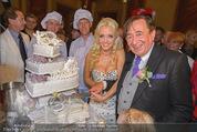 Lugner Feier - Palais Liechtenstein - Sa 13.09.2014 - Richard und Cathy LUGNER (Schmitz) mit Hochzeitstorte50