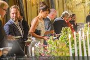 Re-Opening - Hotel Imperial - Di 16.09.2014 - Helena CHRISTENSEN beim Buffet171