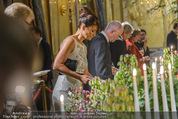 Re-Opening - Hotel Imperial - Di 16.09.2014 - Helena CHRISTENSEN beim Buffet173