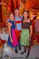 Almdudler Trachtenpärchenball - Rathaus - Fr 19.09.2014 - Rosa und Lara KLEIN mit Freund263