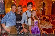 Almdudler Trachtenpärchenball - Rathaus - Fr 19.09.2014 - Gabi und Matthias EULER-ROLLE mit Sohn Elijah und Freundin Olya74