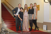 Miss World Einkleidung - LaHong Atelier - Mi 01.10.2014 - Nhut LA HONG, Julia FURDEA, Silvia SCHACHERMAYER, T. DUHOVICH1