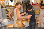 Miss World Einkleidung - LaHong Atelier - Mi 01.10.2014 - Nhut LA HONG, Julia FURDEA10