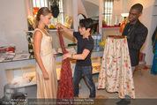 Miss World Einkleidung - LaHong Atelier - Mi 01.10.2014 - Nhut LA HONG, Julia FURDEA12