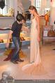 Miss World Einkleidung - LaHong Atelier - Mi 01.10.2014 - Nhut LA HONG, Julia FURDEA14