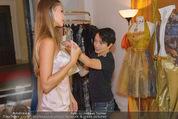 Miss World Einkleidung - LaHong Atelier - Mi 01.10.2014 - Nhut LA HONG, Julia FURDEA19