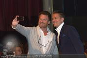 AppSolute Haider Vorpremiere - Akzent Theater - Mi 01.10.2014 - Alfons HAIDER, Gabriel BARYLLI (machen sein Selfie mit Handy)3