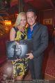 Kalenderpräsentation - Eden Bar - Di 07.10.2014 - Gregor GLANZ mit Freundin Daniela15