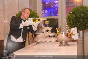 PK zum Silvesterball - Hofburg - Mi 15.10.2014 - Sektpyramide wird eingeschenkt41