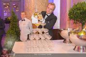 PK zum Silvesterball - Hofburg - Mi 15.10.2014 - Sektpyramide wird eingeschenkt44