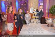 PK zum Silvesterball - Hofburg - Mi 15.10.2014 - Sektpyramide wird eingeschenkt, Alexandra KASZAY47