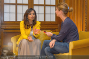 PK zur Look! Gala - Park Hyatt Hotel - Do 16.10.2014 - Sabina JAMES wird interviewt von Alexandra STROH48