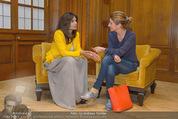 PK zur Look! Gala - Park Hyatt Hotel - Do 16.10.2014 - Sabina JAMES wird interviewt von Alexandra STROH58