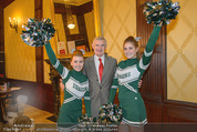 Rot Kreuz Ball PK - Park Hyatt - Mi 29.10.2014 - Thomas SCH�FER-ELMAYER mit Cheerleaders1