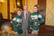 Rot Kreuz Ball PK - Park Hyatt - Mi 29.10.2014 - Thomas SCH�FER-ELMAYER mit Cheerleaders10