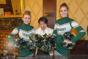 Rot Kreuz Ball PK - Park Hyatt - Mi 29.10.2014 - Nhut LA HONG mit Cheerleaders12