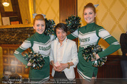 Rot Kreuz Ball PK - Park Hyatt - Mi 29.10.2014 - Nhut LA HONG mit Cheerleaders2