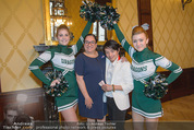Rot Kreuz Ball PK - Park Hyatt - Mi 29.10.2014 - Nhut LA HONG, Maria HAPPEL mit Cheerleaders4