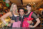 Tierquartier Charity - Schreiberhaus - Sa 08.11.2014 - Josef WINKLER mit Dirndln18
