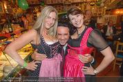Tierquartier Charity - Schreiberhaus - Sa 08.11.2014 - Josef WINKLER mit Dirndln19