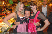 Tierquartier Charity - Schreiberhaus - Sa 08.11.2014 - Josef WINKLER mit Dirndln3