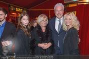 Premiere - Palazzo - Mi 12.11.2014 - Toni POLSTER, Freundin Birgit, Tochter Mriella, Mutter Hermine51