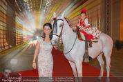 Ronald McDonald Kinderhilfe Gala - Marx Halle - Fr 14.11.2014 - Sonja KLIMA mit Pferd und Kind Yoana1