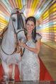 Ronald McDonald Kinderhilfe Gala - Marx Halle - Fr 14.11.2014 - Sonja KLIMA mit Pferd12