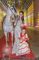 Ronald McDonald Kinderhilfe Gala - Marx Halle - Fr 14.11.2014 - Sonja KLIMA mit Pferd und Kind Yoana14