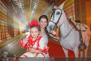 Ronald McDonald Kinderhilfe Gala - Marx Halle - Fr 14.11.2014 - Sonja KLIMA mit Pferd und Kind Yoana2
