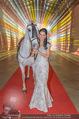 Ronald McDonald Kinderhilfe Gala - Marx Halle - Fr 14.11.2014 - Sonja KLIMA mit Pferd3